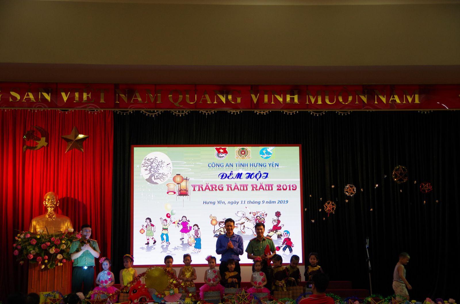 Đoàn thanh niên Công an tỉnh phối hợp tổ chức Đêm hội trăng rằm năm 2019
