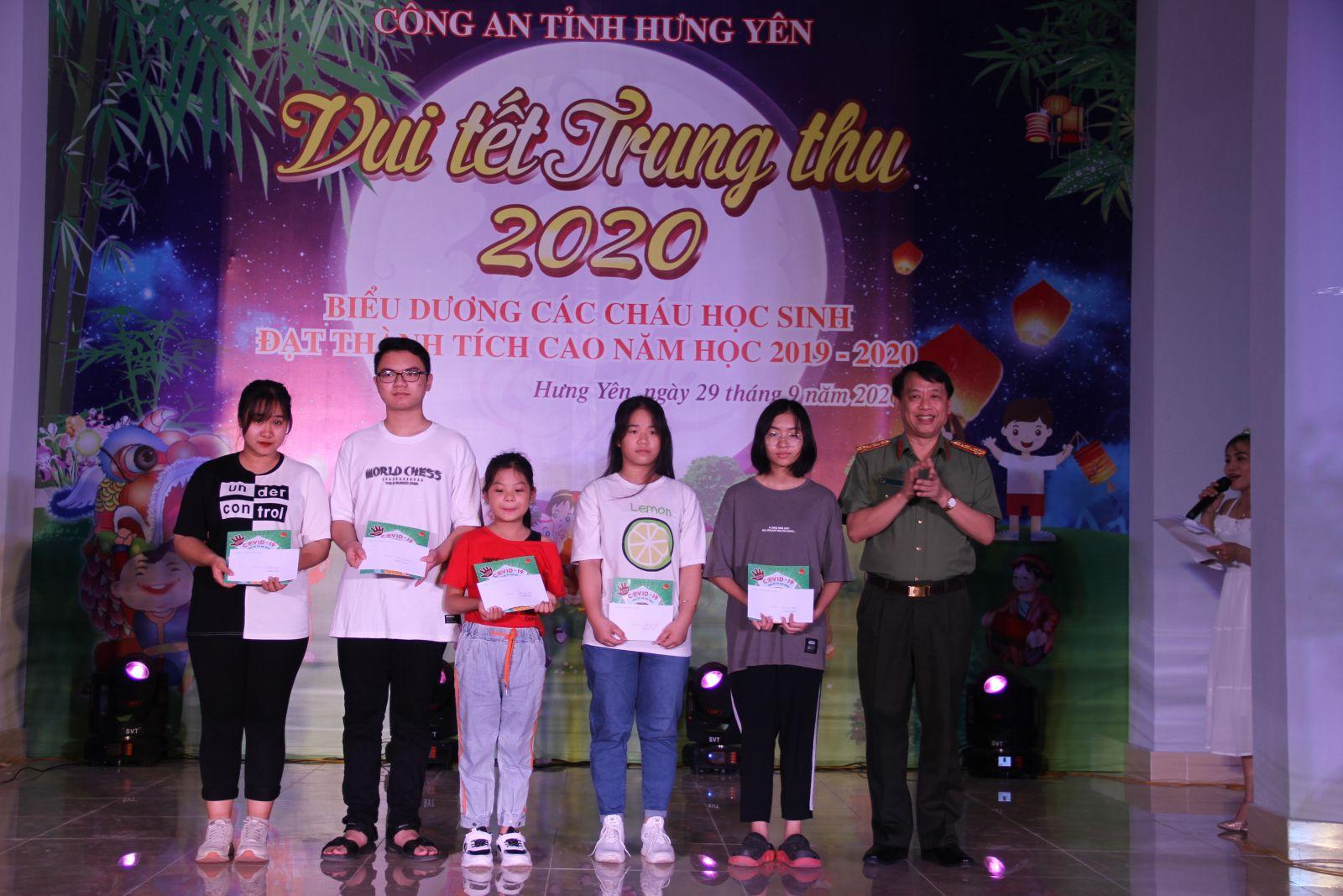 """Đoàn thanh niên Công an tỉnh tổ chức Chương trình """"Vui hội trăng rằm"""" 2020"""