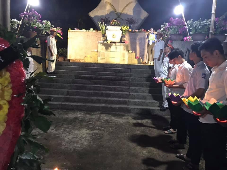 """Đồng loạt tổ chức lễ """"Thắp nến tri ân các anh hùng, liệt sỹ"""" tại Đài tưởng niệm các anh hùng liệt sĩ"""