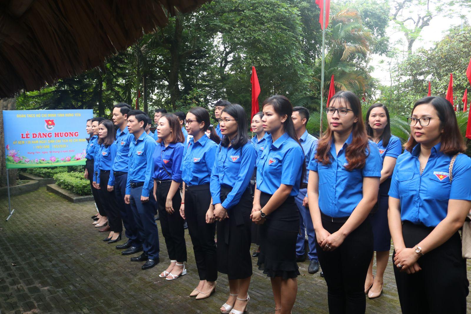 Tỉnh đoàn Hưng Yên tổ chức dâng hương kỷ niệm 130 năm ngày sinh Chủ tịch Hồ Chí Minh