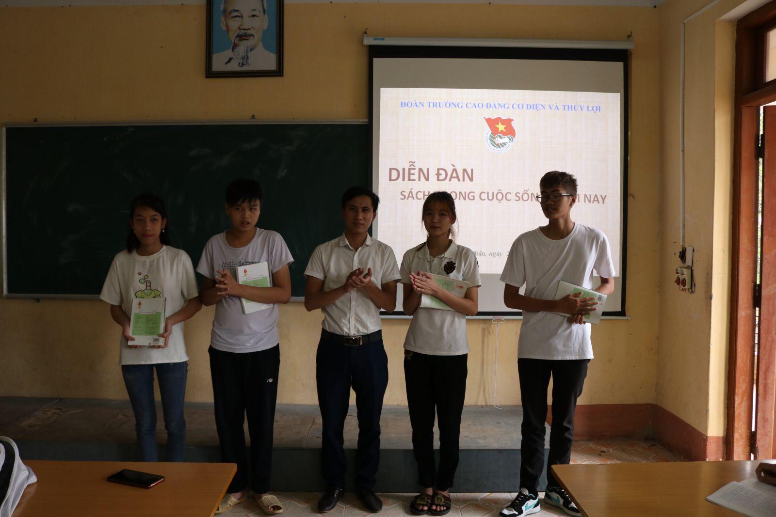 Đoàn trường Cao đẳng cơ điện Thủy lợi Hưng Yên tích cực tổ chức các hoạt động nâng cao đời sống tinh thần cho đoàn viên