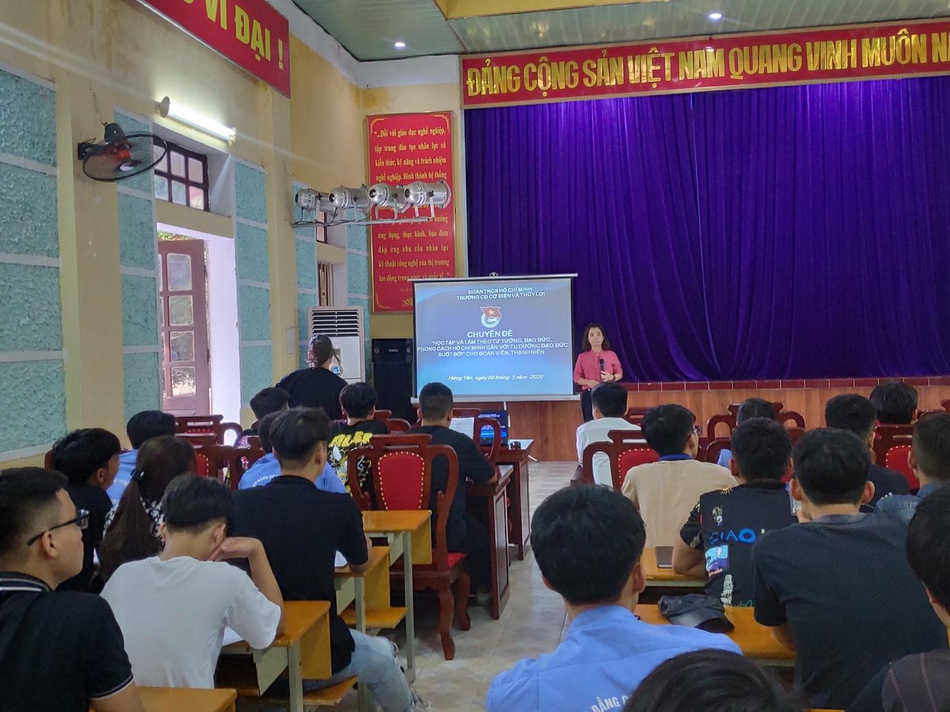 Đoàn trường Cao đẳng Cơ điện Thủy lợi tổ chức Hội nghị học tập 02 chuyên đề Học tập và làm theo tư tưởng, đạo đức, phong cách Hồ Chí Minh