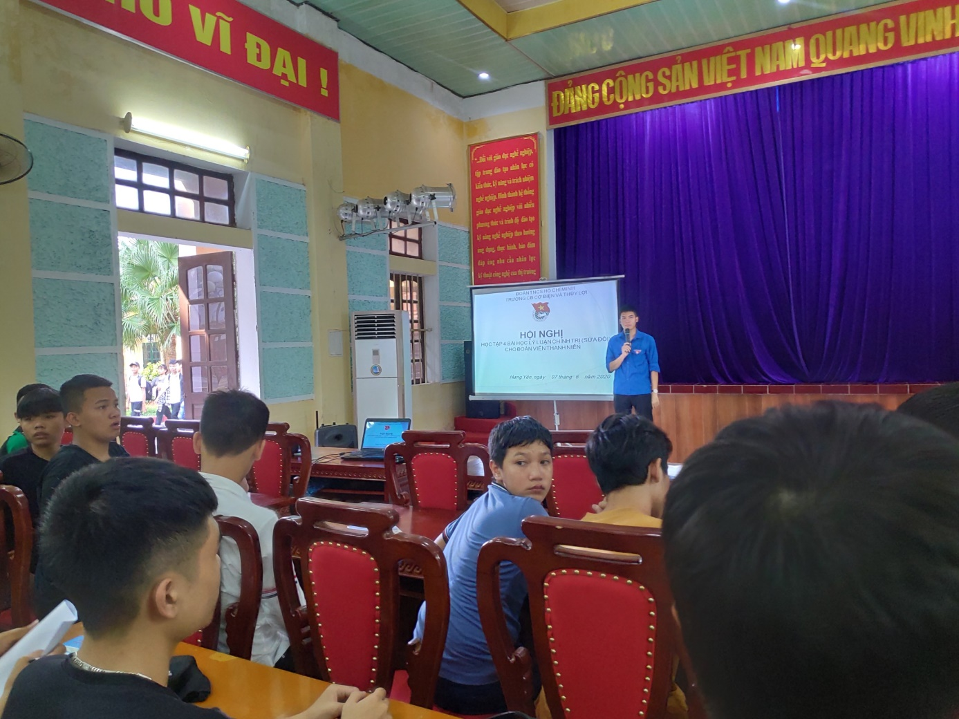 Đoàn trường Cao đẳng cơ điện Thủy lợi Hưng Yên đã tổ chức Hội nghị học tập 4 bài học lý luận chính trị (sửa đổi)