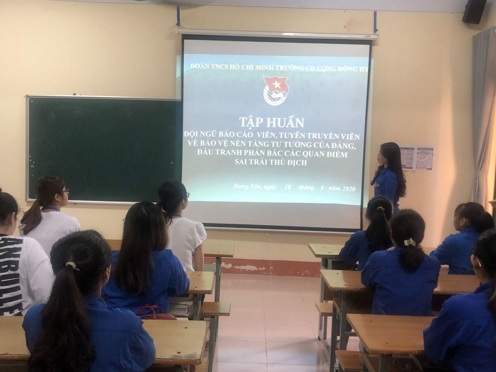 Đoàn trường Cao đẳng Cộng đồng Hưng Yên tổ chức tập huấn kỹ năng cho đội ngũ báo cáo viên, tuyên truyền viên của Đoàn trường về bảo vệ nền tảng tư tưởng của Đảng