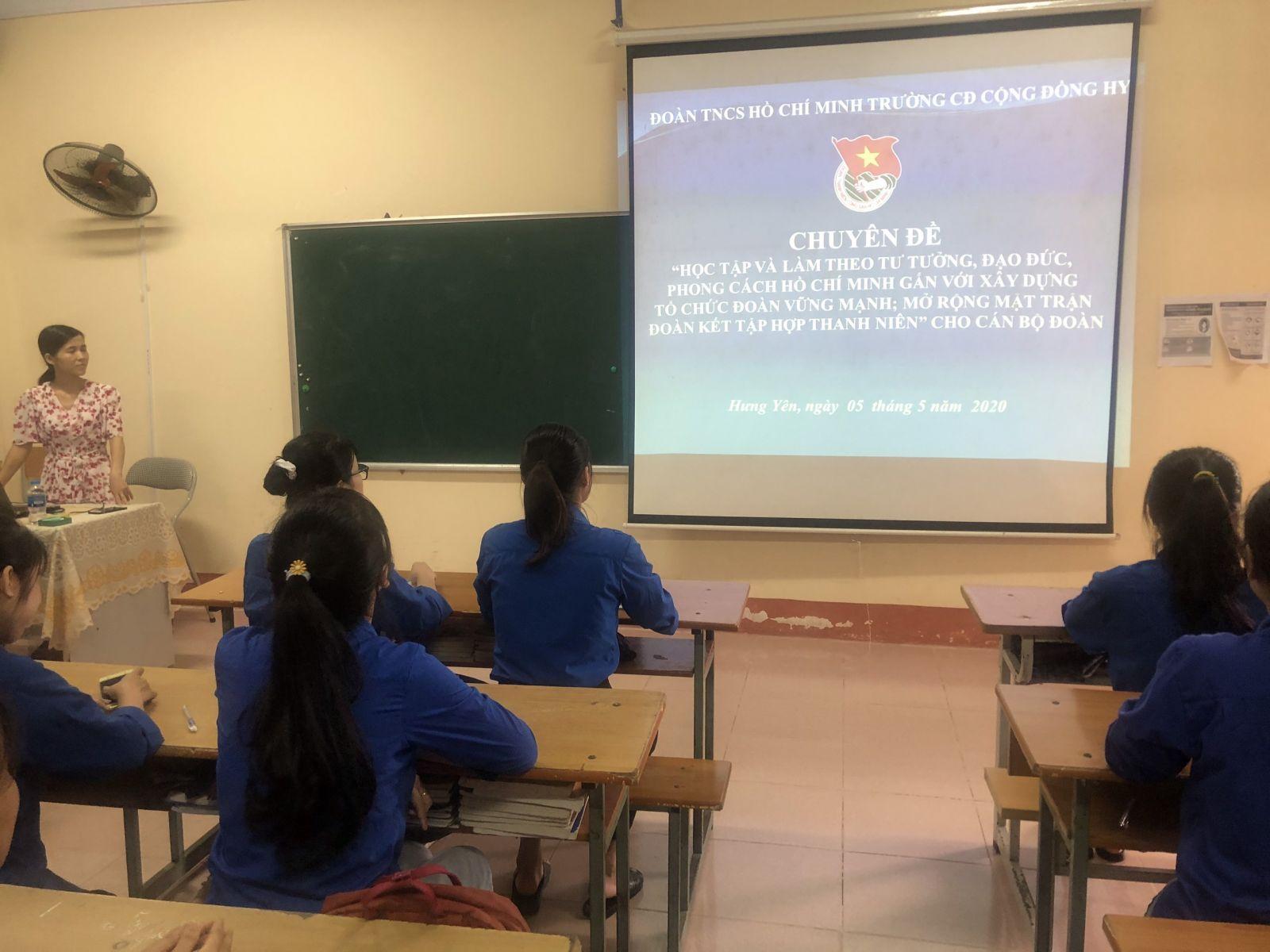 Đoàn trường Cao đẳng Cộng đồng Hưng Yên tổ chức  học tập  chuyên đề Học tập và làm theo tư tưởng đạo đức, phong cách Hồ Chí Minh cho đoàn viên, thanh niên
