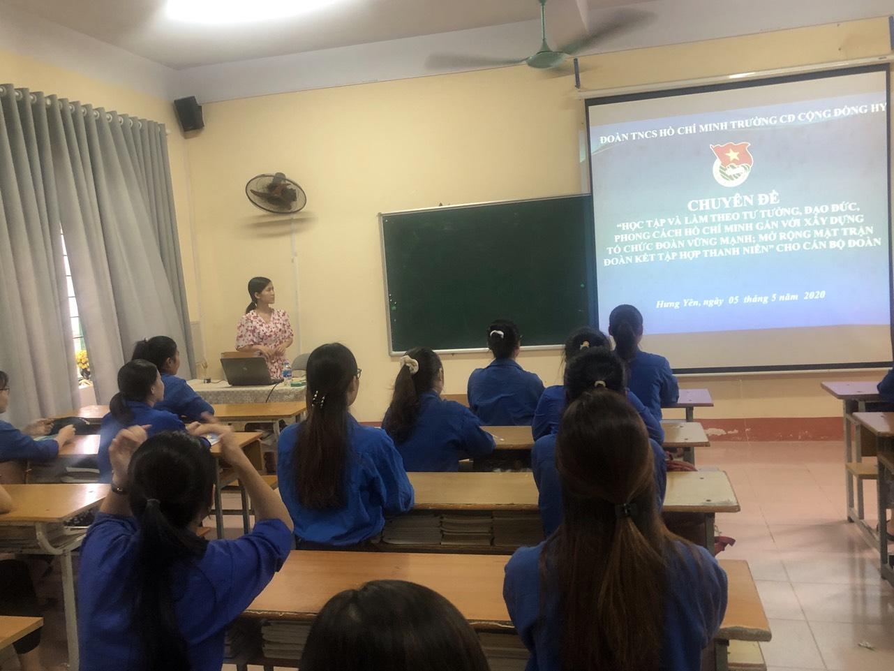Đoàn trường Cao đẳng Cộng đồng Hưng Yên tổ chức  học tập  chuyên đề Học tập và làm theo tư tưởng đạo đức, phong cách Hồ Chí Minh cho cán bộ đoàn