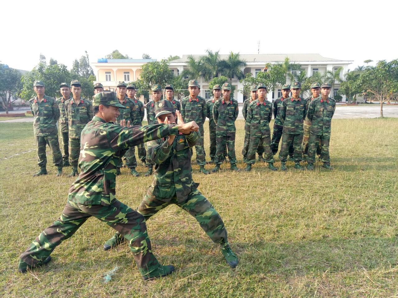 Đoàn Thanh niên Bộ CHQS tỉnh hỗ trợ cán bộ, đoàn viên rèn luyện sức khỏe