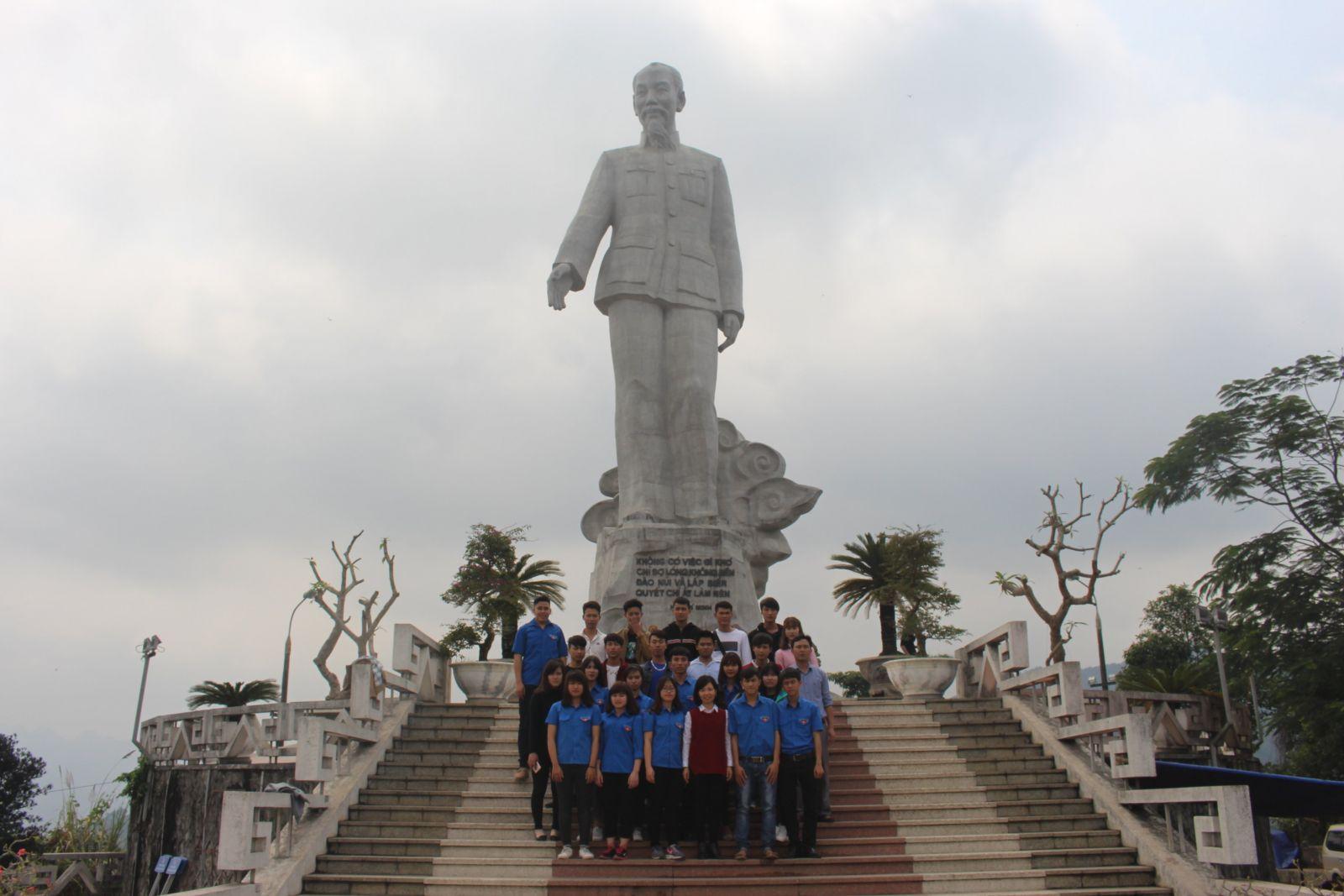 Đoàn trường Cao đẳng cơ điện Thủy lợi Hưng Yên tổ chức thăm địa chỉ đỏ