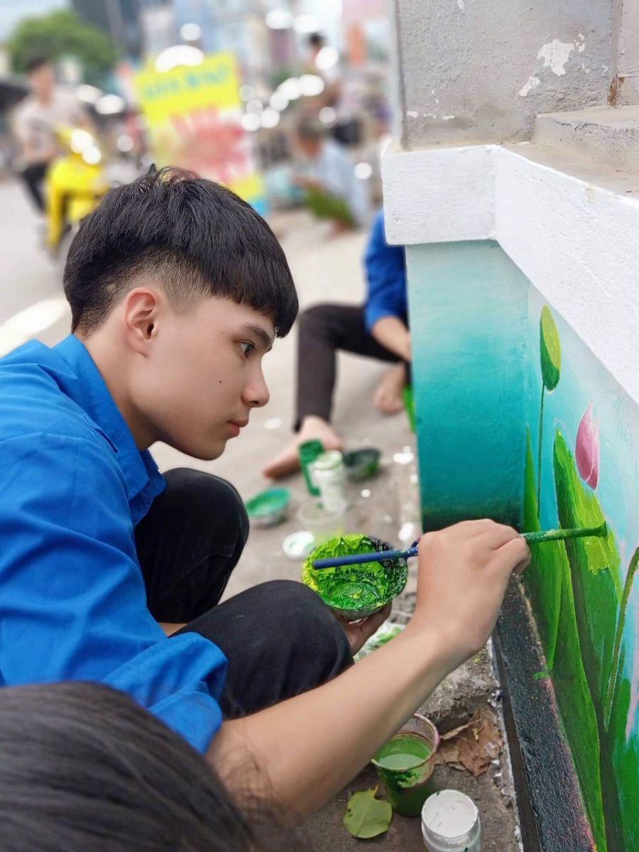 Ban Thường vụ Tỉnh đoàn triển khai mô hình con đường Bích họa tại khu vui chơi sân vận động xã Long Hưng, huyện Văn Giang