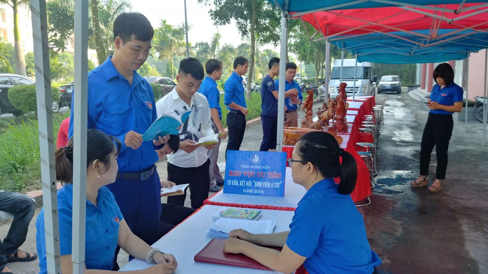 """Hội Sinh viên Việt Nam tỉnh tổ chức tư vấn, hỗ trợ kết nối """"Sinh viên 5 tốt"""" năm 2019"""