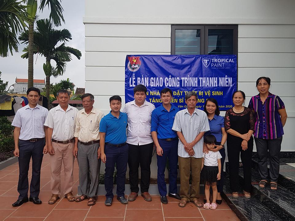 Huyện đoàn Văn Giang bàn giao công trình sơn nhà, lắp đặt thiết bị vệ sinh tặng Chiến sĩ Trường Sa Nguyễn Hồng Tiến