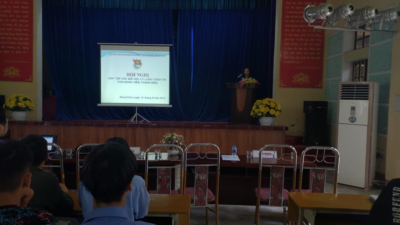 Đoàn trường Cao đẳng Cơ điện và Thủy lợi tổ chức Hội nghị học tập các bài học Lý luận chính trị cho đoàn viên, thanh niên