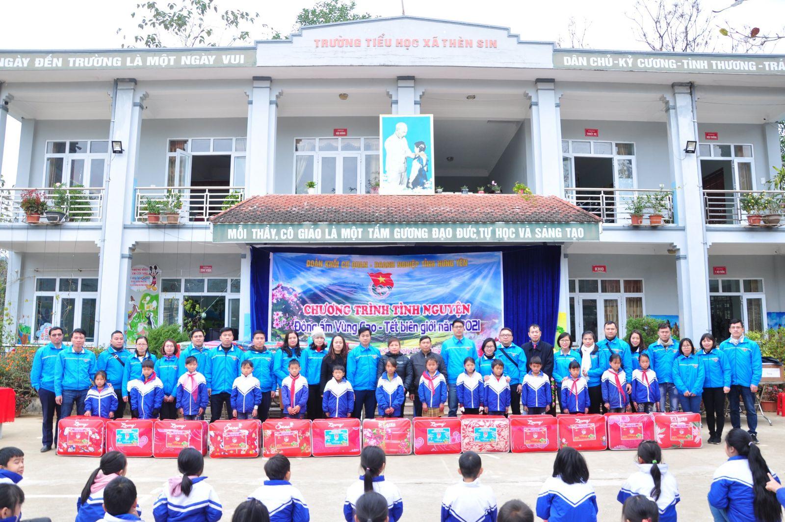 """Đoàn khối Cơ quan - Doanh nghiệp tỉnh tổ chức chương trình tình nguyện """"Đông ấm vùng cao - Tết biên giới"""" năm 2021 tại tỉnh Lai Châu"""