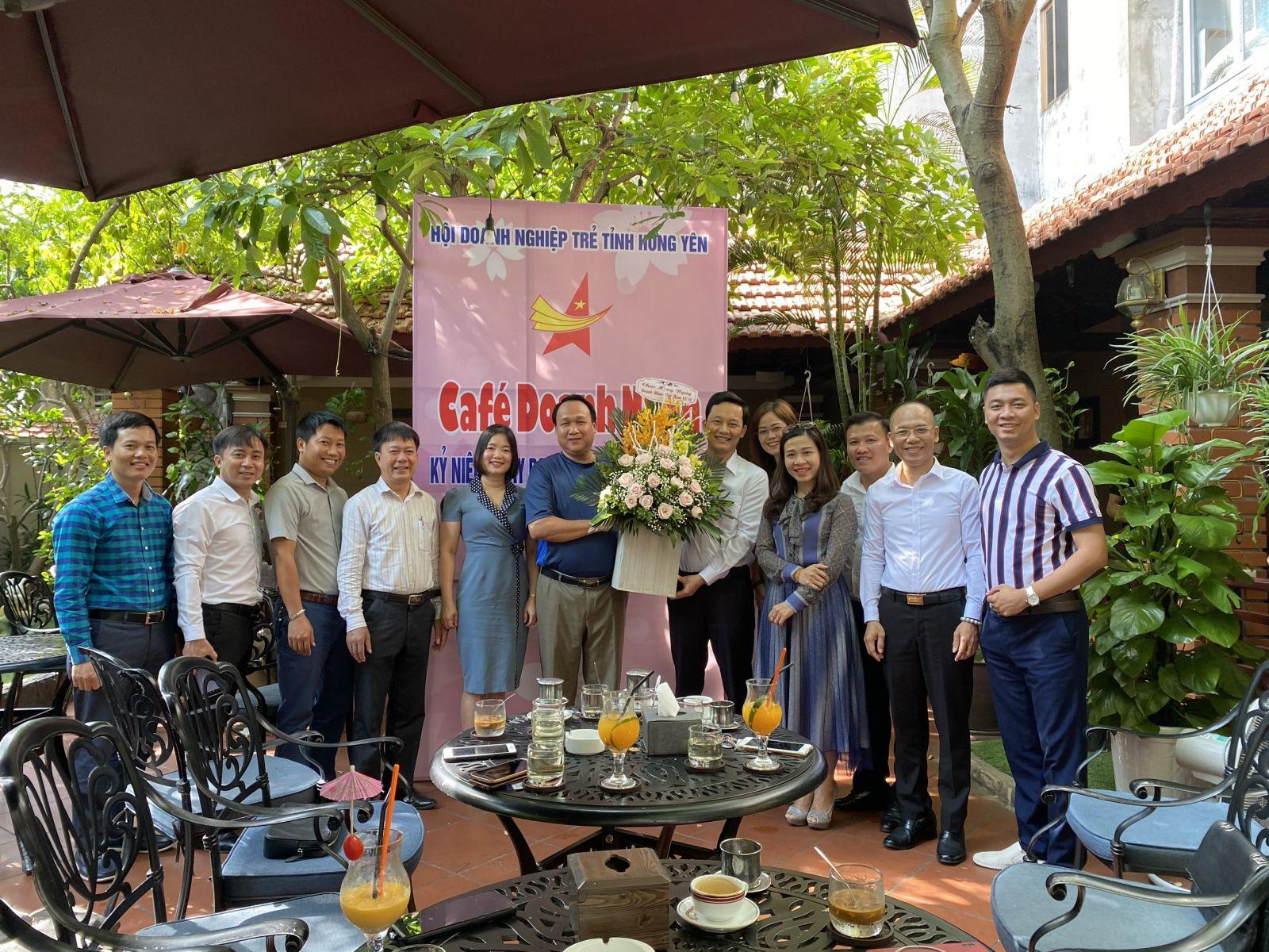 Hội Doanh nghiệp trẻ Hưng yên tổ chức chương trình Cafe Doanh nhân, chào mừng kỉ niệm ngày Doanh nhân Việt Nam.