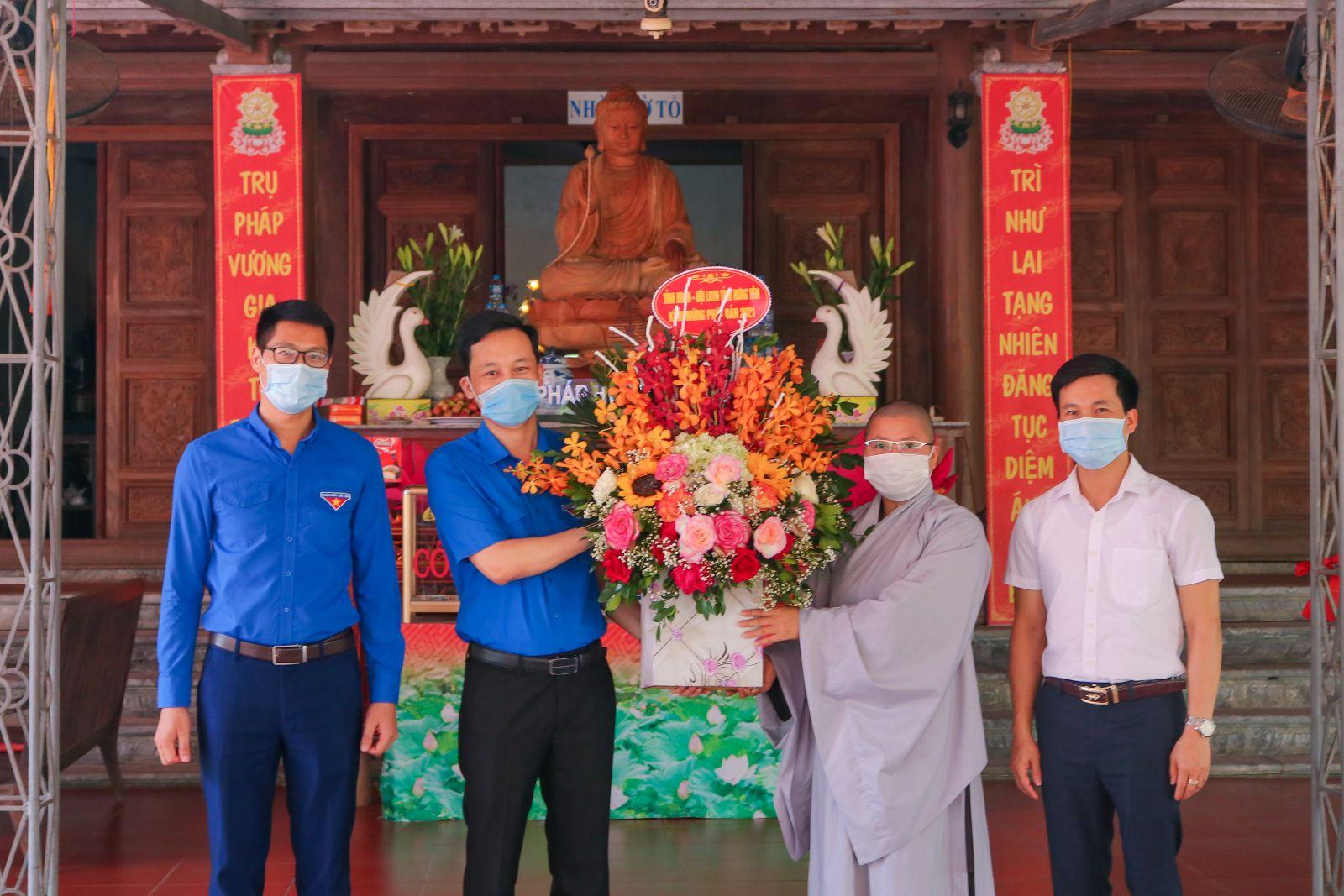 Ban Thường vụ Tỉnh đoàn, Hội Liên hiệp thanh niên Việt Nam tỉnh Hưng Yên chúc mừng các chức sắc tăng ni, phật tử nhân Lễ Phật đản 2021 - Phật lịch 2565
