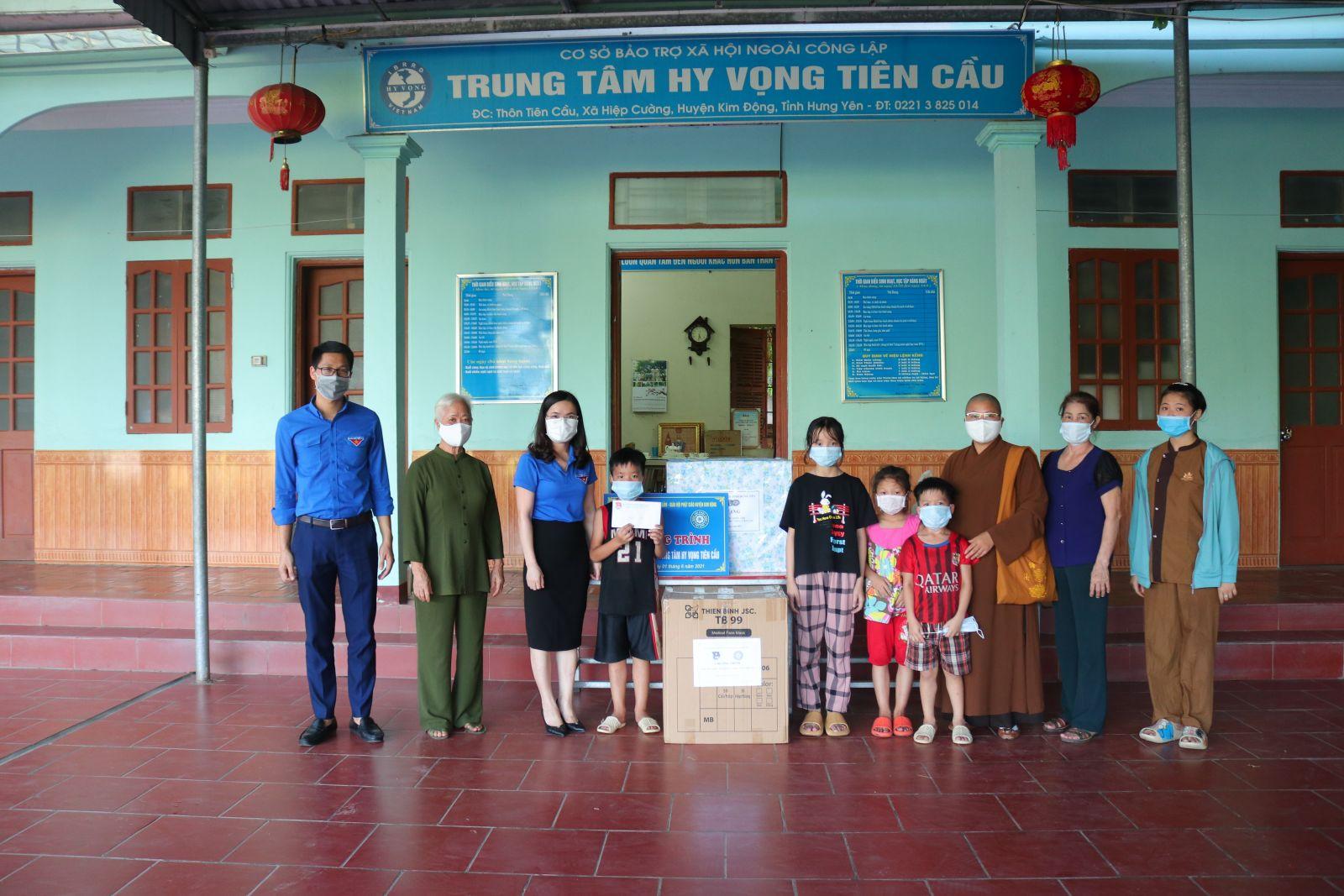 Ban Thường vụ Tỉnh đoàn phối hợp với chùa Khánh Lâm tổ chức chương trình hoạt động an sinh xã hội