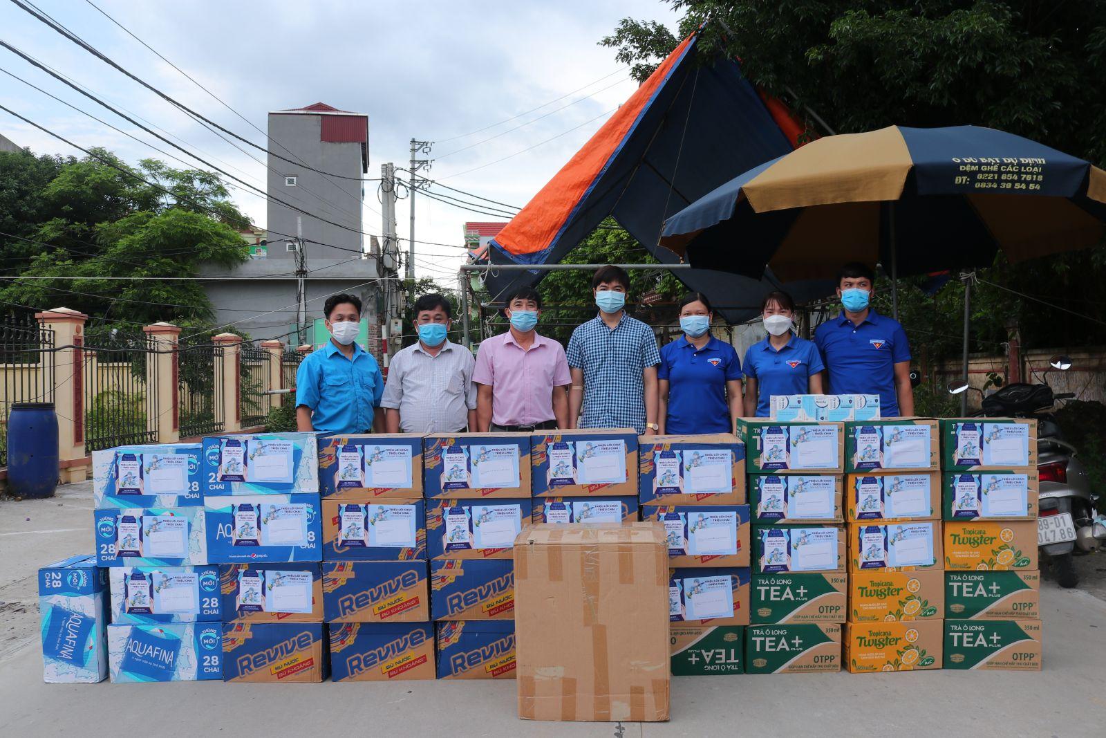 Văn phòng Hội Liên hiệp thanh niên Việt Nam tỉnh, Câu lạc bộ thầy thuốc trẻ tỉnh Hưng Yên thăm và tặng quà các chốt kiểm dịch xã Thọ Vinh, huyện Kim Động.