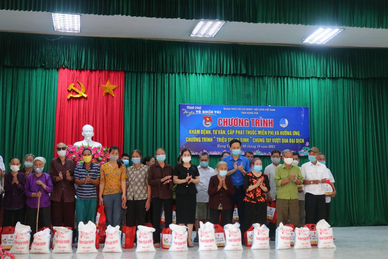 Hội Liên hiệp thanh niên Việt Nam tỉnh, Ban Thường vụ Tỉnh đoàn tặng quà, khám bệnh, tư vấn và cấp thuốc miễn phí chào mừng  65 năm Ngày thành lập Hội LHTN Việt Nam  (15/10/1956 - 15/10/2021)
