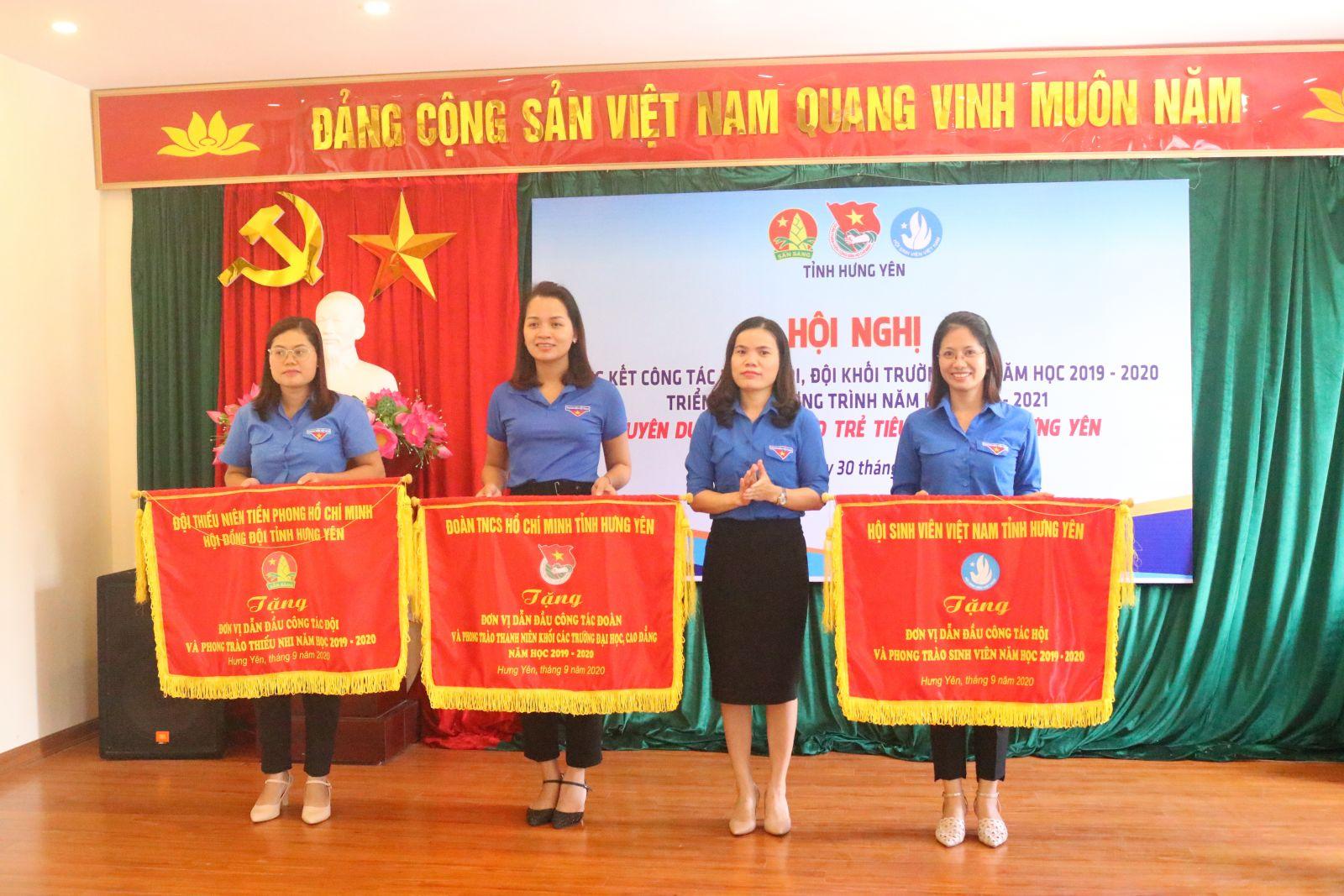 Hội nghị Tổng kết công tác Đoàn, Hội, Đội khối trường học năm học 2019-2020, triển khai Chương trình năm học 2020-2021 và Tuyên dương Nhà giáo trẻ tỉnh Hưng Yên