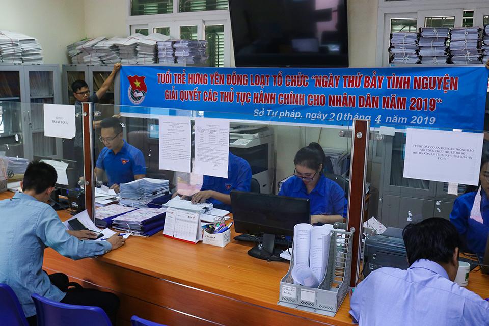 Ban Thường vụ Tỉnh đoàn chỉ đạo ra quân Ngày thứ bẩy tình nguyện giải quyết các thủ tục hành chính về pháp luật cho người dân