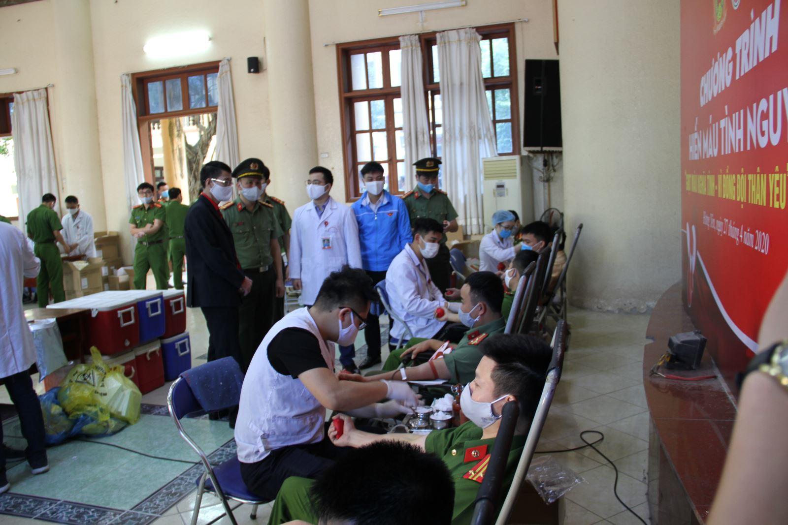 Công an tỉnh hiến máu tình nguyện giữa đại dịch Covid 19