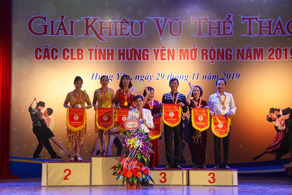 Trên 300 vận động viên, vũ công tham gia giải khiêu vũ thể thao các câu lạc bộ tỉnh Hưng Yên mở rộng