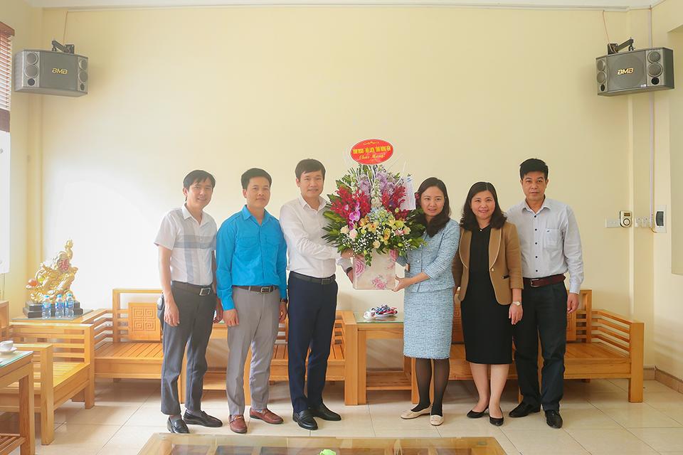 Ban Thường vụ Tỉnh đoàn, Hội LHTN Việt Nam tỉnh chúc mừng các bệnh viện trong tỉnh nhân kỷ niệm 65 năm Ngày Thầy thuốc Việt Nam (27/2/1955 - 27/2/2020)