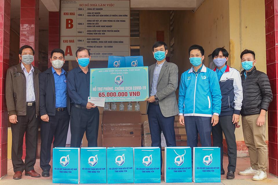 Hội Liên hiệp thanh niên Việt Nam tỉnh hỗ trợ  Trung tâm Kiểm soát dịch bệnh tỉnh trang thiết bị y tế  phòng, chống dịch bệnh Covid-19