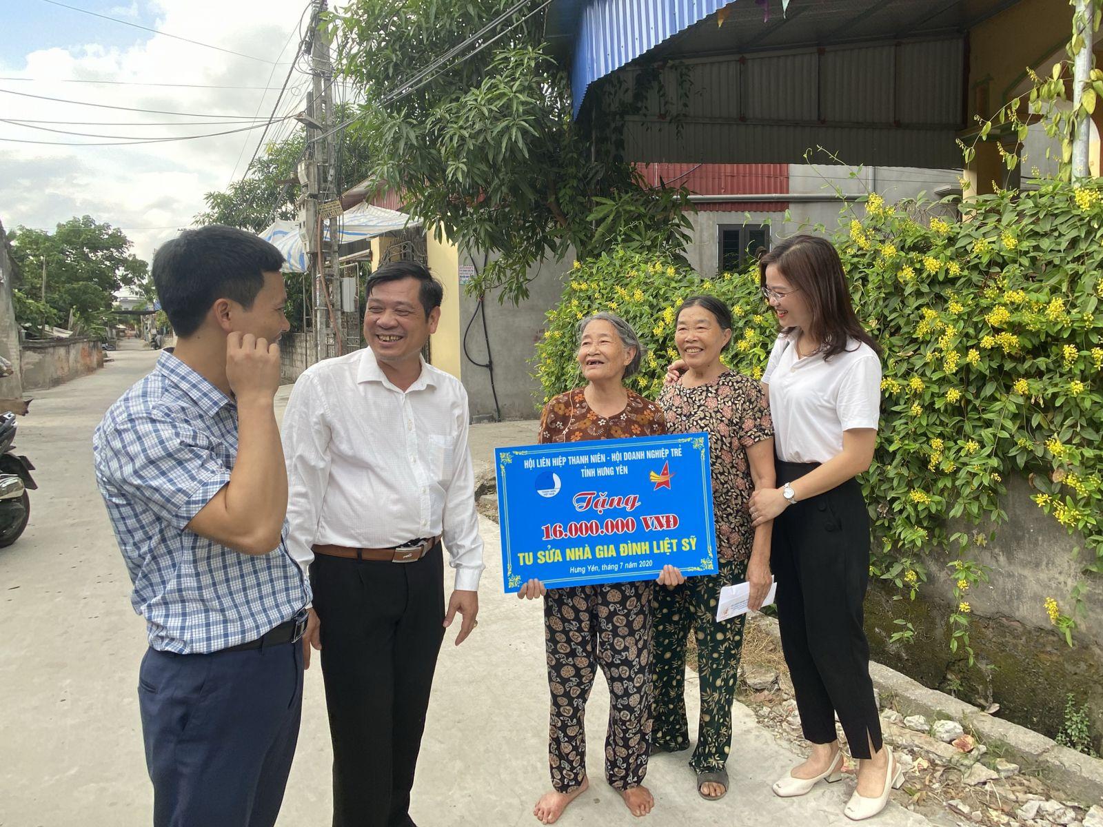 Ủy ban Hội LHTN, Hội Doanh Nghiệp trẻ tỉnh Hưng Yên thăm và tặng quà gia đình mẹ liệt sỹ nhân kỷ niệm 73 năm ngày Thương binh - Liệt sỹ 27/07/2020.