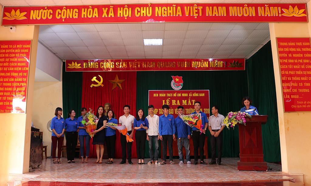 Ra mắt Tổ hợp tác thanh niên bảo vệ môi trường và đoạn đường Thanh niên tự quản Sáng - Xanh - Sạch - Đẹp tại xã Hồng Nam
