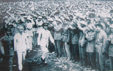 Bác Hồ với quân đội