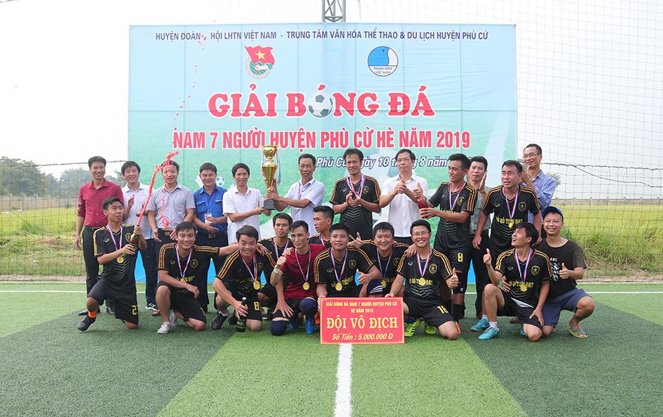 Ủy ban Hội LHTN Việt Nam huyện, Ban Thường vụ Huyện đoàn Phù Cừ phối hợp với Trung tâm Văn hóa thể thao và du lịch tổ chức Bế mạc Giải bóng đá nam 07 người huyện Phù Cừ hè năm 2019