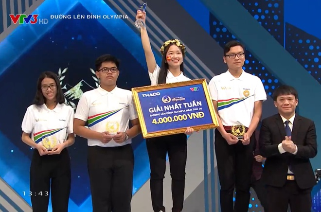 Nữ sinh trường THPT Dương Quảng Hàm mang vòng nguyệt quế Olympia đầu tiên về trường