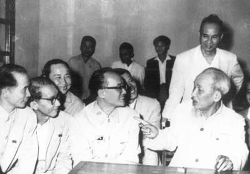 Quan điểm của Đảng, Nhà nước và tư tưởng Hồ Chí Minh về thu hút, trọng dụng nhân tài và giải pháp đẩy mạnh thu hút, trọng dụng nhân tài ở Việt Nam hiện nay