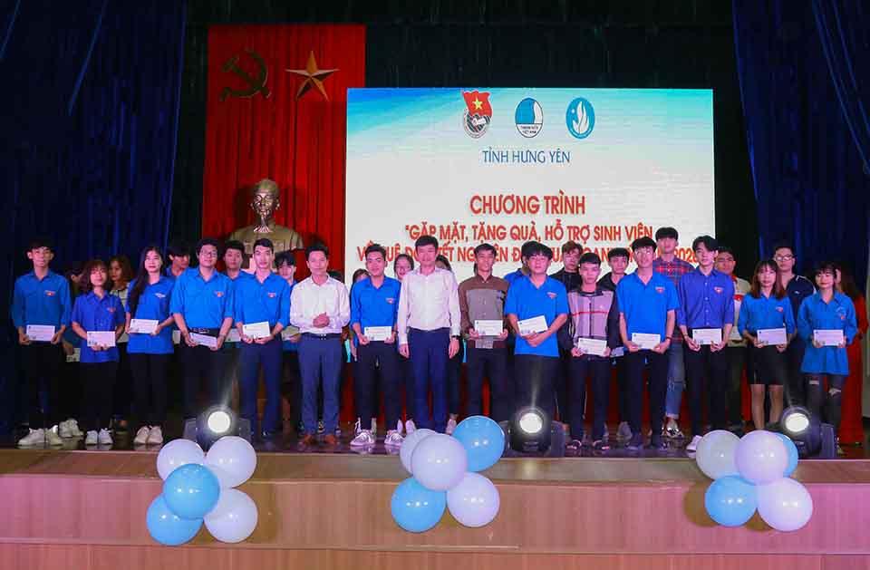 Hội LHTN Việt Nam tỉnh tổ chức Chương trình Tình nguyện mùa đông năm 2019, Xuân tình nguyện năm 2020. Thăm, tặng quà thiếu nhi, thanh niên công nhân và cựu thanh niên xung phong có hoàn cảnh khó khăn dịp Tết Nguyên đán Canh Tý năm 2020