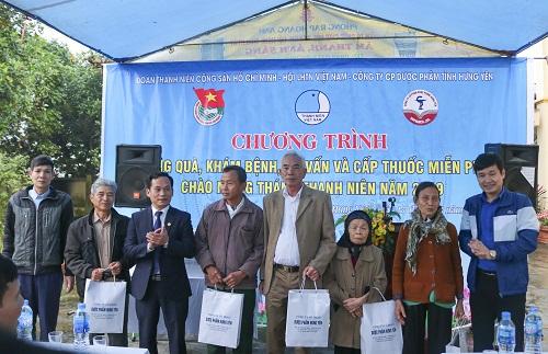Ban Thường vụ Tỉnh đoàn, Hội Liên hiệp thanh niên Việt Nam tỉnh tặng quà, khám bệnh, tư vấn và cấp thuốc miễn phí chào mừng Tháng Thanh niên 2019