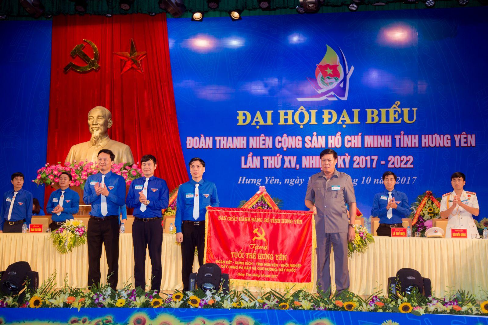 Tư tưởng Hồ Chí Minh về giáo dục đạo đức cách mạng cho thanh niên