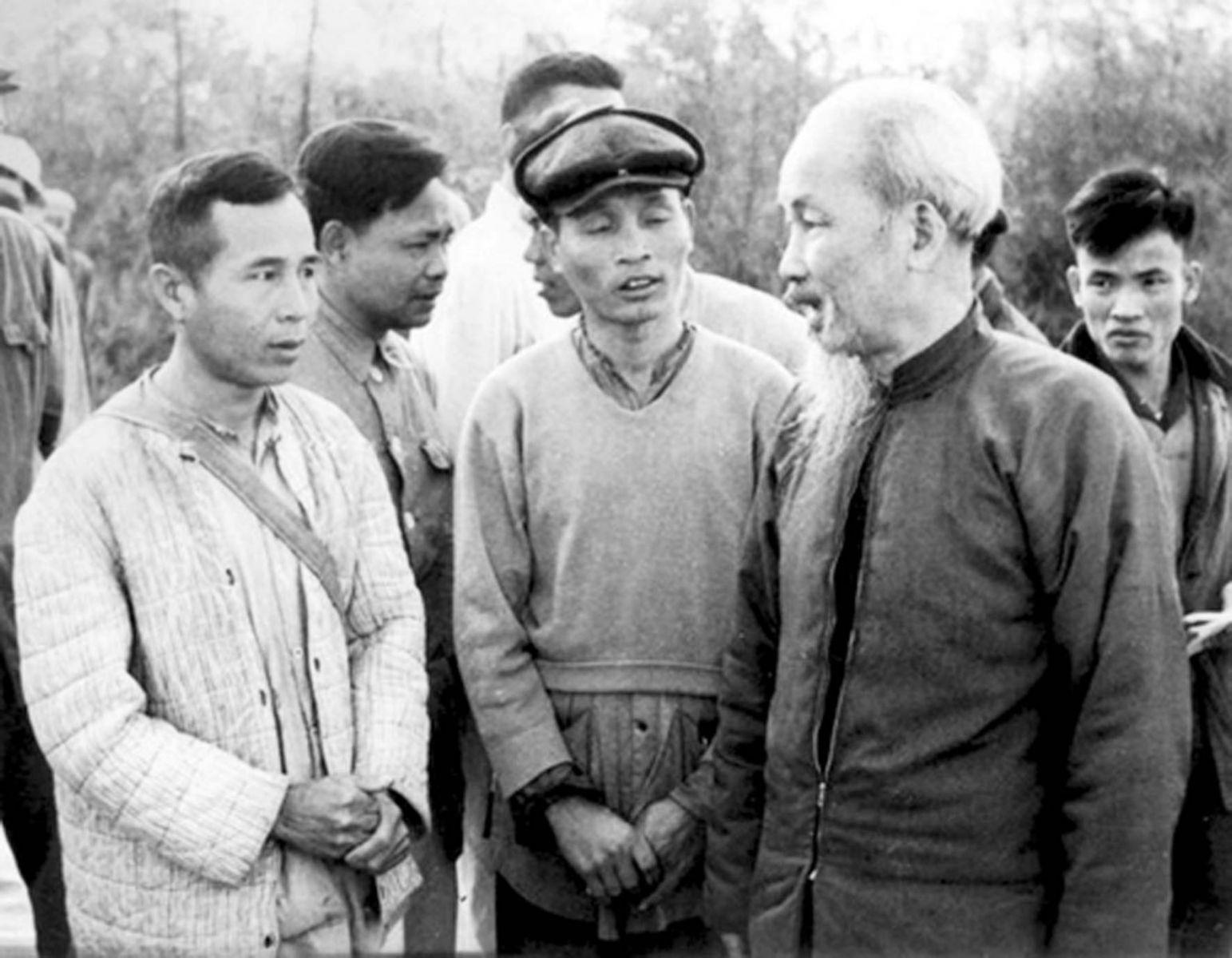 """Chữa """"bệnh quan liêu"""" của cán bộ, đảng viên theo tư tưởng Hồ Chí Minh"""