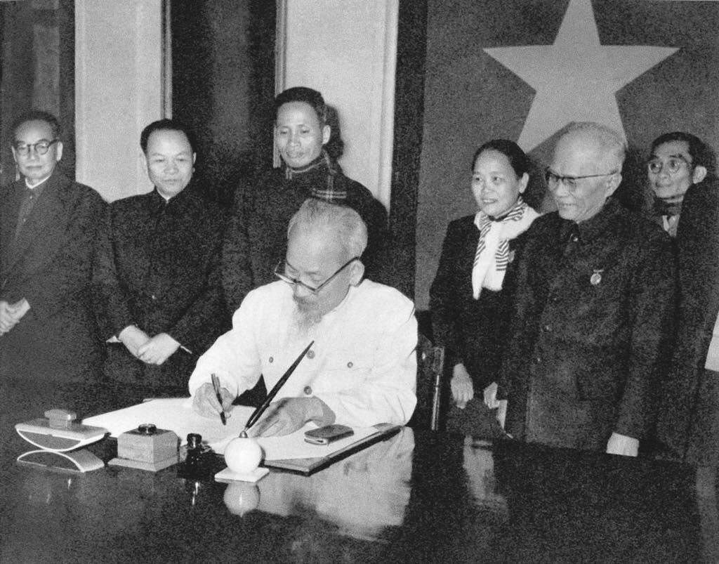 Xây dựng và hoàn thiện hệ thống pháp luật theo tư tưởng Hồ Chí Minh