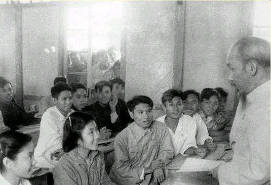 Từ quan điểm của Chủ tịch Hồ Chí Minh về nhà giáo đến việc nâng cao chất lượng đội ngũ giảng viên ở nước ta hiện nay